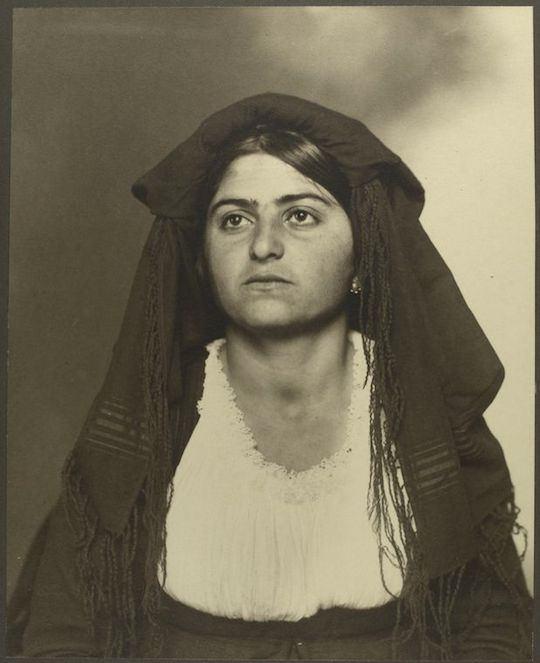 Soldado griego. Augustus Sherman. New York Public Library.