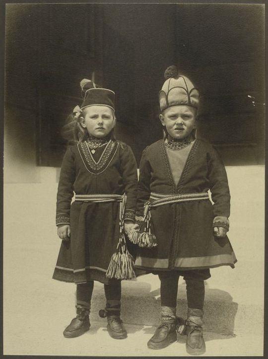 Niños sami. Augustus Sherman. New York Public Library.