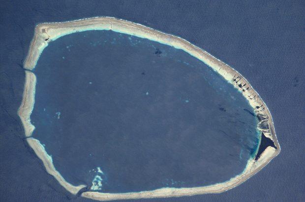 El atolón de Takuu en una imagen captada por la NASA. Wikimedia Commons.