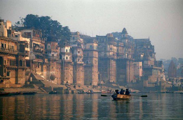 El río Ganges a su paso por Benarés. Fotografía: Wikimedia Commons. Babasteve.