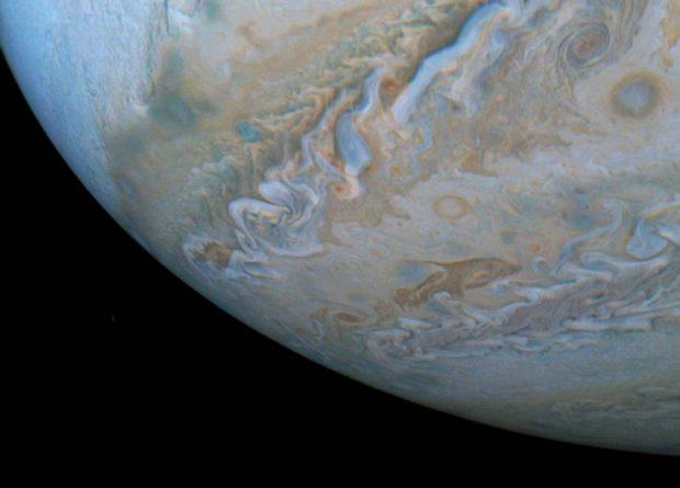 La NASA descubre 'delfines' nadando en la superficie de Júpiter / NASA