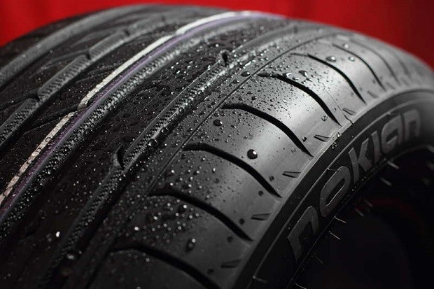¿Por qué son negros los neumáticos?