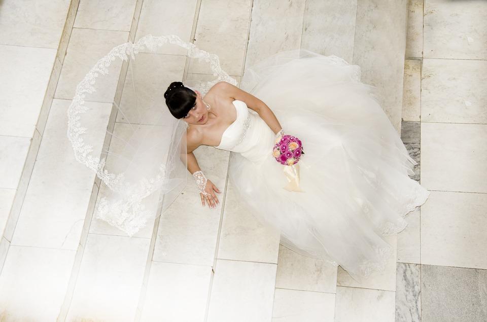 El curioso e histórico motivo que dio origen a que el vestido de las novias sea blanco
