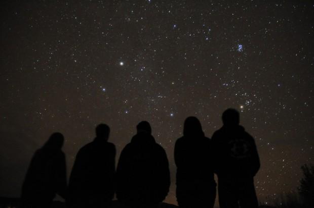 ¿Cuántas estrellas se ven a simple vista al mirar el cielo?
