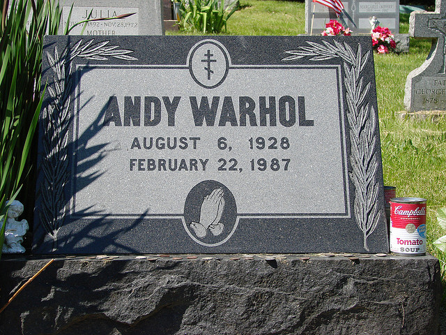 ¿Sabías que los fans de Andy Warhol depositan latas de sopa en su tumba?¿Sabías que los fans de Andy Warhol depositan latas de sopa en su tumba?