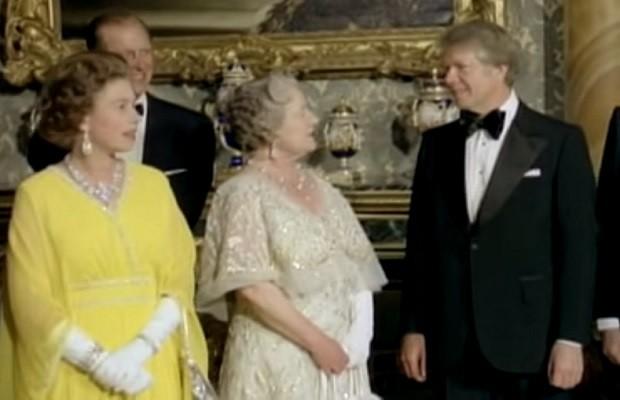 Cuando Jimmy Carter besó en los morros a la Reina Madre [Anécdota]