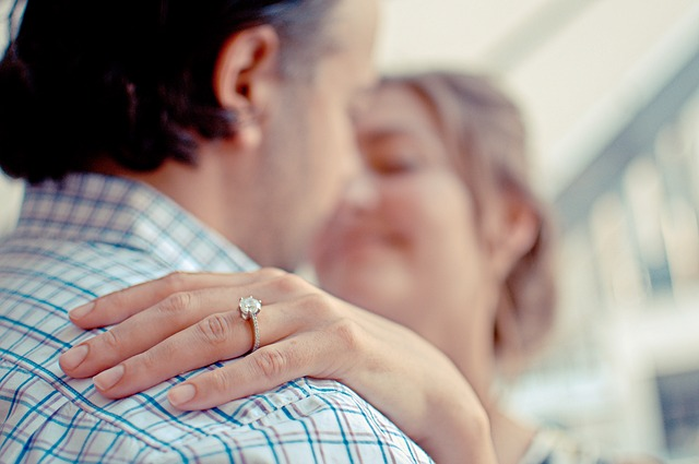El curioso motivo sobre por qué los anillos de compromiso llevan un diamante
