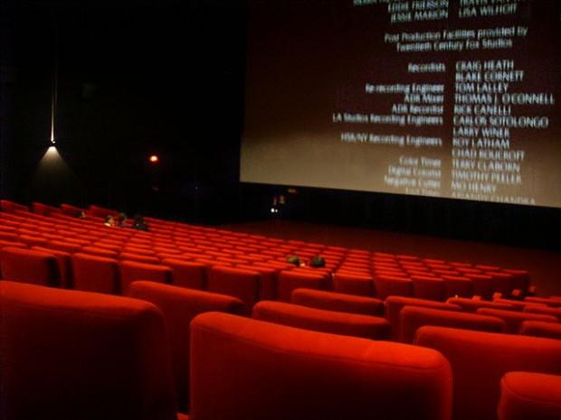 ¿Qué duración debe tener una película para ser considerada como 'largometraje'?
