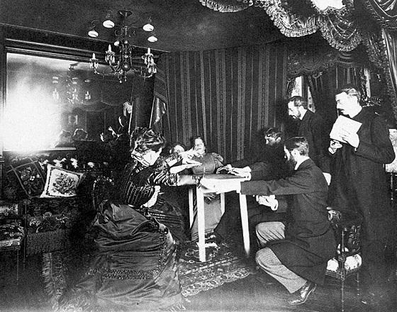 Sesión espiritista de Eusapia Paladino celebrada en casa de Camille Flammarion