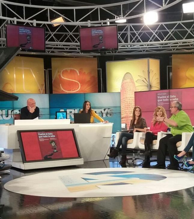 Alfred López 'el listo que todo lo sabe' en Arucitys 8tv