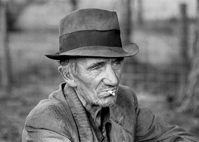 El curioso origen de llamar 'carroza' a una persona mayor o anticuada