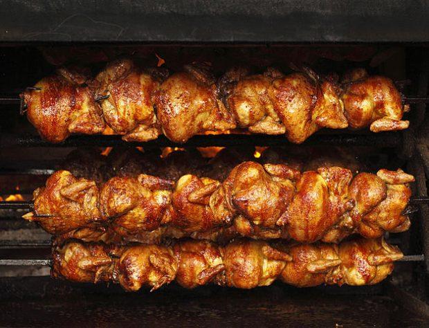 ¿De dónde proviene la expresión 'sudar como un pollo'?