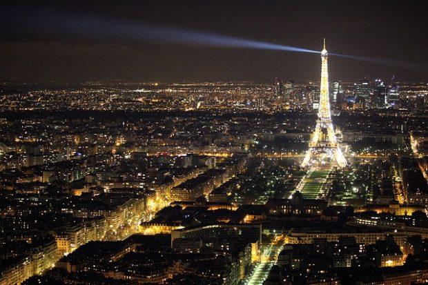 ¿Por qué a París se la conoce como 'la ciudad de la luz'?