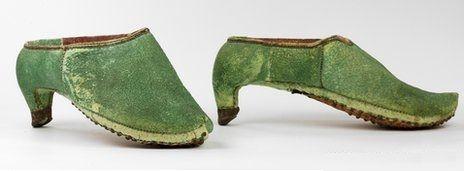 ¿Sabías que originalmente los zapatos de tacón fueron creados para ser calzados por hombres?