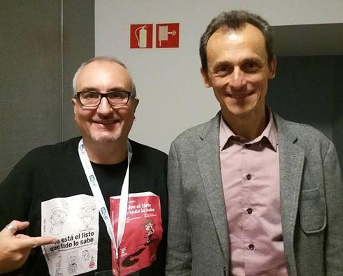 Alfred López (autor de Ya está el listo que todo lo sabe) y el astronauta Pedro Duque