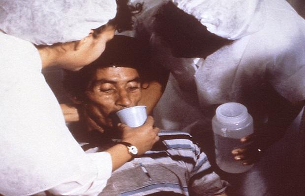 El inconveniente de dar de beber alcohol a una persona con síntomas de hipotermia o congelación