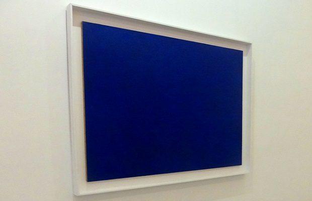 ¿Has pensado alguna vez a qué se debe que 'Klein' sea el nombre de una tonalidad del color azul?