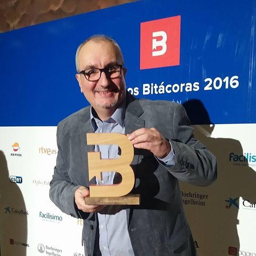 Alfred López Premio Bitácoras al Mejor Blog de Arte y Cultura por 'Ya está el listo que todo lo sabe'