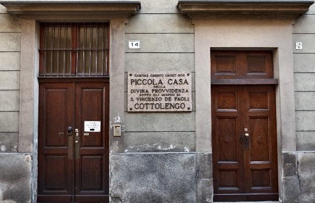 ¿De dónde proviene llamar 'Cotolengo' a algunas instituciones de asistencia a personas con necesidades especiales?