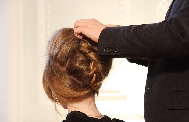 ¿De dónde proviene la expresión 'tocar pelo'?