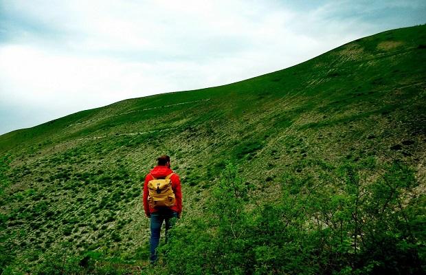 ¿Cuál es el origen de la expresión 'Si la montaña no va a Mahoma, Mahoma va a la montaña'?