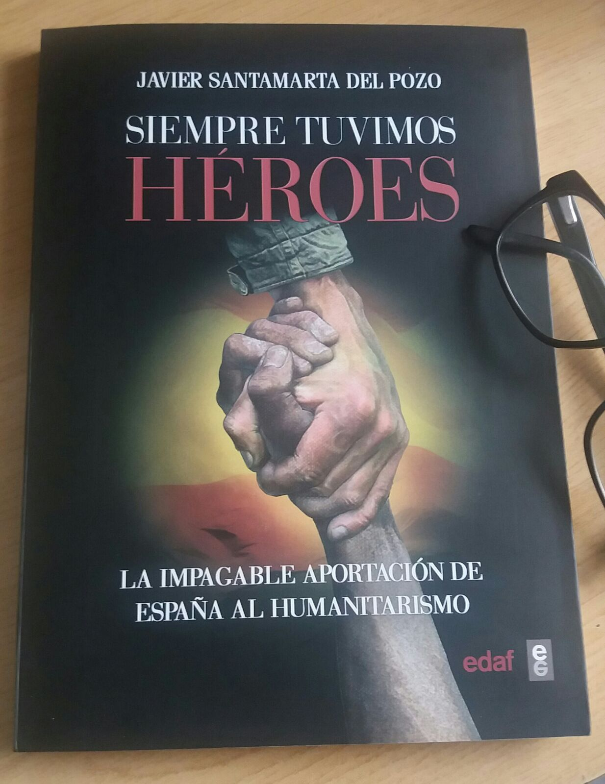 Reseña del libro: 'Siempre tuvimos héroes' de Javier Santamarta del Pozo