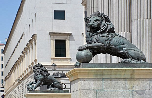La curiosa historia de los leones del Congreso de los Diputados