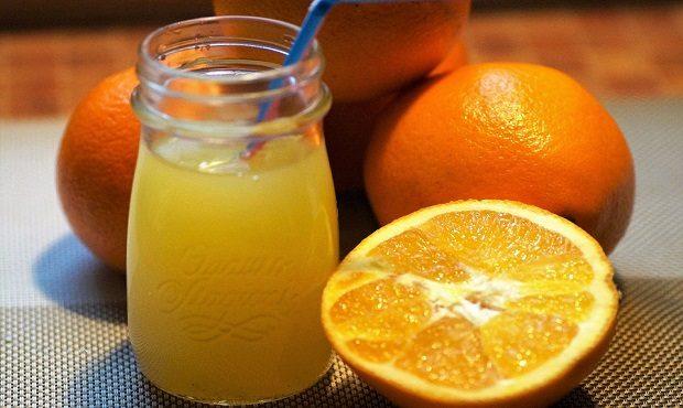 No, al zumo no se le escapan las vitaminas. Deborah García Bello te desmiente este mito y muchos más en su nuevo libro