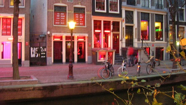 ¿Cuál es el origen de llamar 'Zona roja' a los barrios donde hay un mayor índice de prostitución?