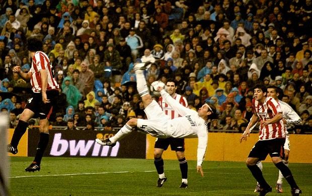 874bac5bef1e9 Remate de chilena de Sergio Ramos en 2010 (imagen vía Wikimedia commons)