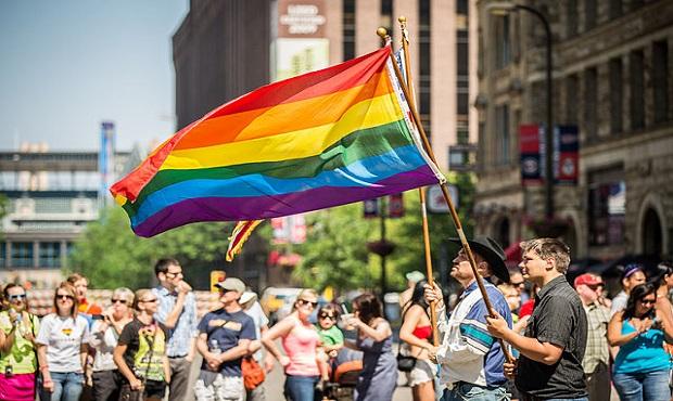 ¿De dónde surge que la bandera que representa la diversidad sexual lleve los colores del arcoíris?