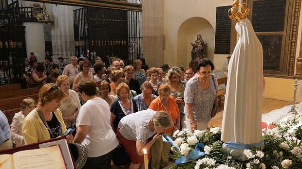 ¿Cuál es el origen de la expresión 'llegar y besar el Santo'?