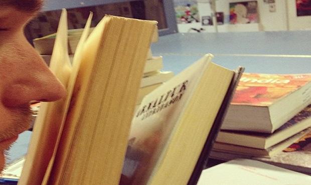 ¿Por qué los libros antiguos desprenden ese olor tan característico?