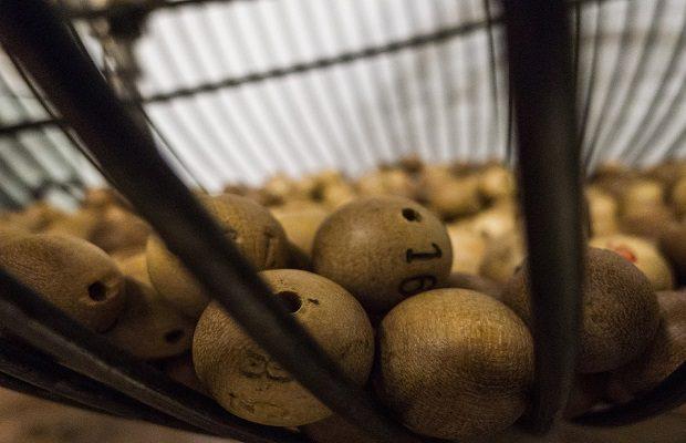 Todas las bolas del sorteo de Navidad pesan exactamente lo mismo [Destripando bulos]