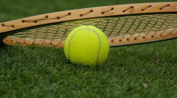 El curioso motivo por el que las pelotas de tenis son amarillas