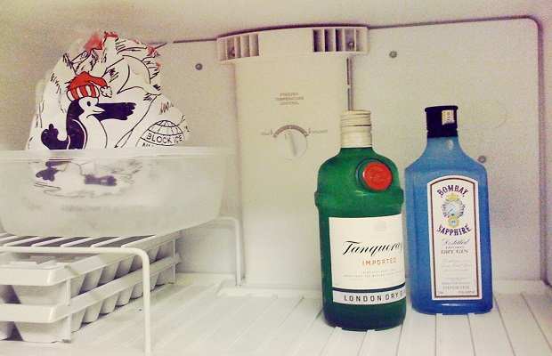 ¿Por qué si metes en el congelador una botella de una bebida alcohólica el contenido no se congela?