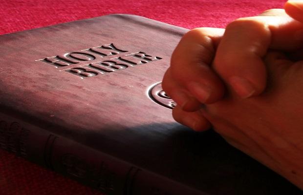 La absurda antigua creencia de que los 'quistes ganglionares' se curaban golpeándolos con una Biblia