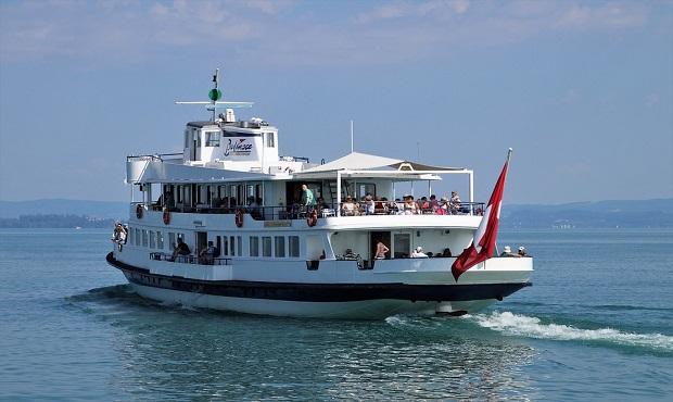 ¿De dónde surge decir 'zarpar' para referirse a un barco que se pone a navegar?