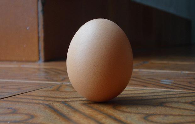 ¿De dónde surge decir que algo fácil de conseguir está 'a huevo'?