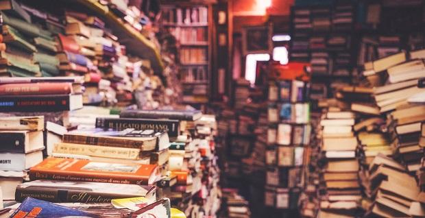 La curiosa y extensa biblioteca erótica de Luis García Berlanga