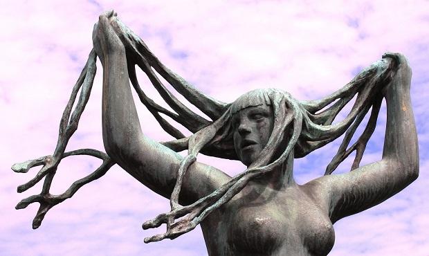 ¿De dónde surge llamar 'tetas' a los pechos femeninos?