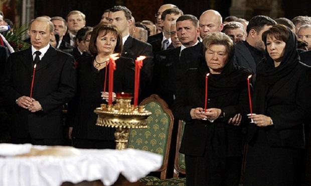 ¿De dónde proviene la expresión 'Tener vela en un entierro'?