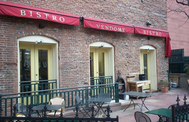 ¿Cuál es el origen de llamar 'bistró' a cierto tipo de restaurantes?
