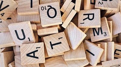 ¿Cómo se decide cuántos puntos vale cada letra del Scrabble?