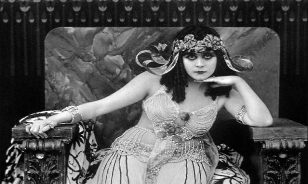 ¿De dónde surgió que antiguamente a cierto tipo de mujer seductora se le conociera como 'vampiresa'?