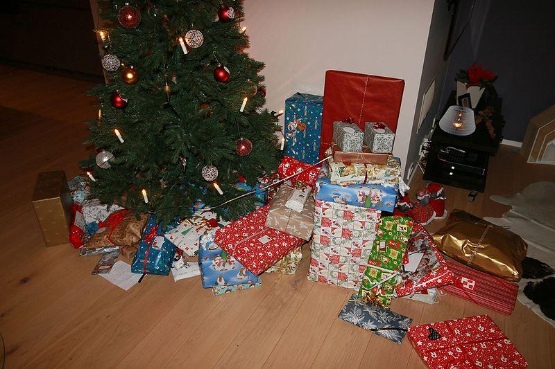¿Quiénes son los encargados de traer los regalos navideños? (III)