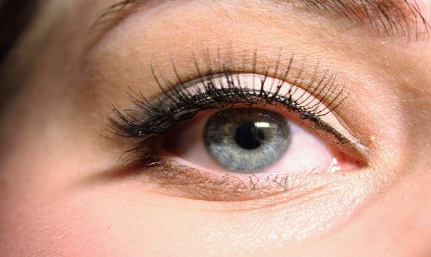 Destripando bulos: No, las pestañas postizas no se inventaron para proteger los ojos de las prostitutas