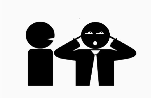 ¿De dónde proviene llamar 'avucastro' al que se dedica a molestar y hacer enfadar a los demás?