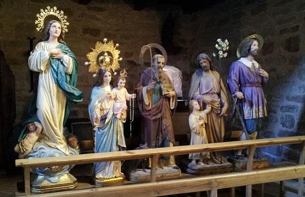 ¿De dónde surge la expresión 'Quedarse para vestir santos'?