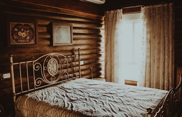¿De dónde proviene la expresión 'Hacer la cama a alguien' como sinónimo de hacerle una mala pasada?